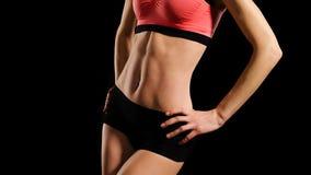 Sportig mage av den unga kvinnan fotografering för bildbyråer