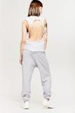 Sportig stående för modeflicka` s Royaltyfri Foto