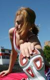 sportig sträckning för gullig flicka Arkivbild