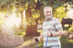 Sportigt åldrigt le för man Fotografering för Bildbyråer