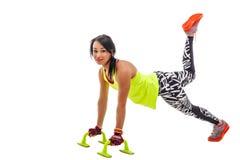 Sportigt göra för kvinnlig skjuter upp Fotografering för Bildbyråer