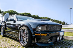 Sportive автомобиль США на дороге Стоковые Изображения RF