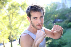 Sportive man excercising outdoors Royalty Free Stock Photography