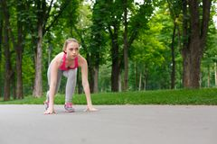 Free Sportive Woman Training Outdoors, Sitting In Start Position Royalty Free Stock Photos - 109140788