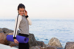 Sportive woman working out by the sea Royalty Free Stock Photography