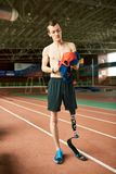 Sportivo handicappato in stadio fotografia stock