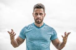 Sportkleidungsmode Muskul?ser Mann mit Bart Mann getrennt auf Wei? Sportler mit athletischer Karosserie Trainer in der Eignungstu stockfoto