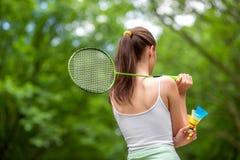 Sportkvinna som spelar badminton Royaltyfri Foto
