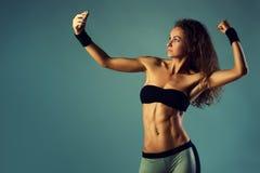 Sportkvinnaselfie Arkivfoton