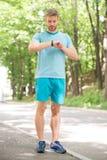 Sportlagledare Sportwellbeing och självomsorg Sportig säker dräktblick för stilig man Manlig sk?nhet Uppsökt stiligt för grabb royaltyfria bilder