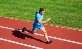 Sportlebensstil und Gesundheitskonzept Mannathletenlauf, zum des großen Ergebnisses zu erzielen Wie Lauf schneller Geschwindigkei stockfotos