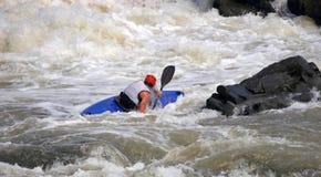Sportler auf blauem Boot Lizenzfreie Stockfotos