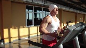 Sportler auf Laufbahn stock video footage