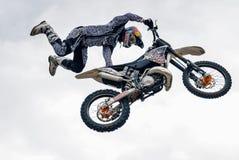 Sportler führt einen Trick durch Tyumen Russland stockbild