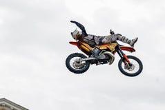 Sportler führt einen Trick durch Tyumen Russland stockfotografie