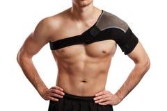 Sportler mit einem Stützverband auf seiner Schulter Stockbild