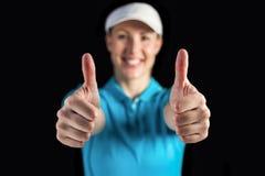 Sportlerin, die auf schwarzem Hintergrund aufwirft Lizenzfreies Stockfoto