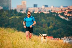 Sportlevensstijl met hond royalty-vrije stock afbeelding