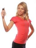 Sportliche blonde Frau, die selfie macht Stockfotos