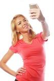 Sportliche blonde Frau, die selfie macht Stockfoto