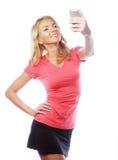 Sportliche blonde Frau, die selfie macht Lizenzfreies Stockbild