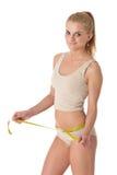 Sportliche Frau mit gymnastischer Kugel Stockbild