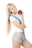 Sportliche Frau mit messendem Band und rotem Apfel Lizenzfreie Stockfotografie