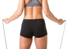 Sportliche Frau mit springendem Seil Stockbild