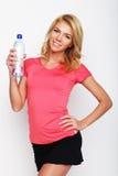 Sportliche Frau mit Wasserflasche Stockbilder