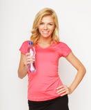 Sportliche Frau mit Wasserflasche Stockbild