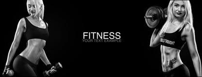 Sportliche und geeignete blonde Frau mit Dummkopf trainierend am schwarzen Hintergrund, um geeignet zu bleiben Trainings- und Eig Stockbild