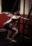 Sportliches Mädchen, das Übung tut Stockbilder