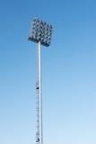 Sportlights-Turm mit Hintergrund des blauen Himmels Lizenzfreies Stockfoto