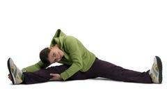 Sportmädchen, das auf Boden ausdehnt Stockfoto