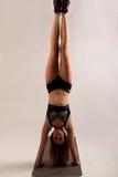 Sportmädchen-Handstandturner Stockbilder