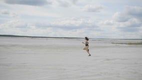 Sportmädchen hat einen Marathon stock video footage