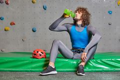 Sportman bij onderbreking Stock Fotografie
