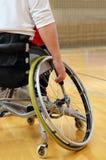 Sportman in een sportrolstoel Stock Foto