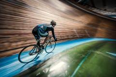 Sportman met cyclus stock fotografie