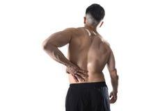 Sportmann des muskulösen Körpers, der die wunde Tiefrückseitentaille massiert mit seinen Handleidenden Schmerz hält Stockfotos