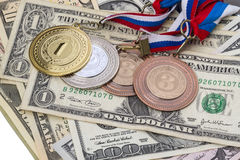 Sportmedaljer och dollarna Arkivfoto