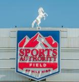 Sportmyndighetsfält på den höga mil Royaltyfri Fotografi
