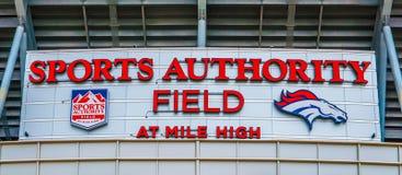 Sportmyndighetsfält på den höga mil Arkivbild