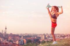 Sportowa kobieta pracująca w miasto parku out Fotografia Stock