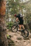 sportowa młoda próbna rowerzysta jazda zdjęcie royalty free