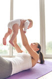 Sportowa mama i dziecko Zdjęcie Royalty Free