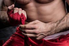 Sportowa opakowania ręka w boksu bandażu Obrazy Stock