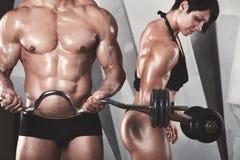Sportowe par pozy bodybuilders Zdjęcie Royalty Free