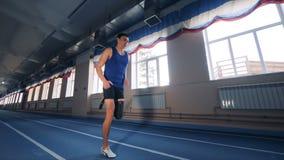 Sportowiec jogging z protetyczną nogą, zakończenie w górę zbiory