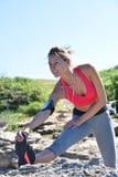 Sportowy kobiety rozciąganie po jogging Obraz Stock